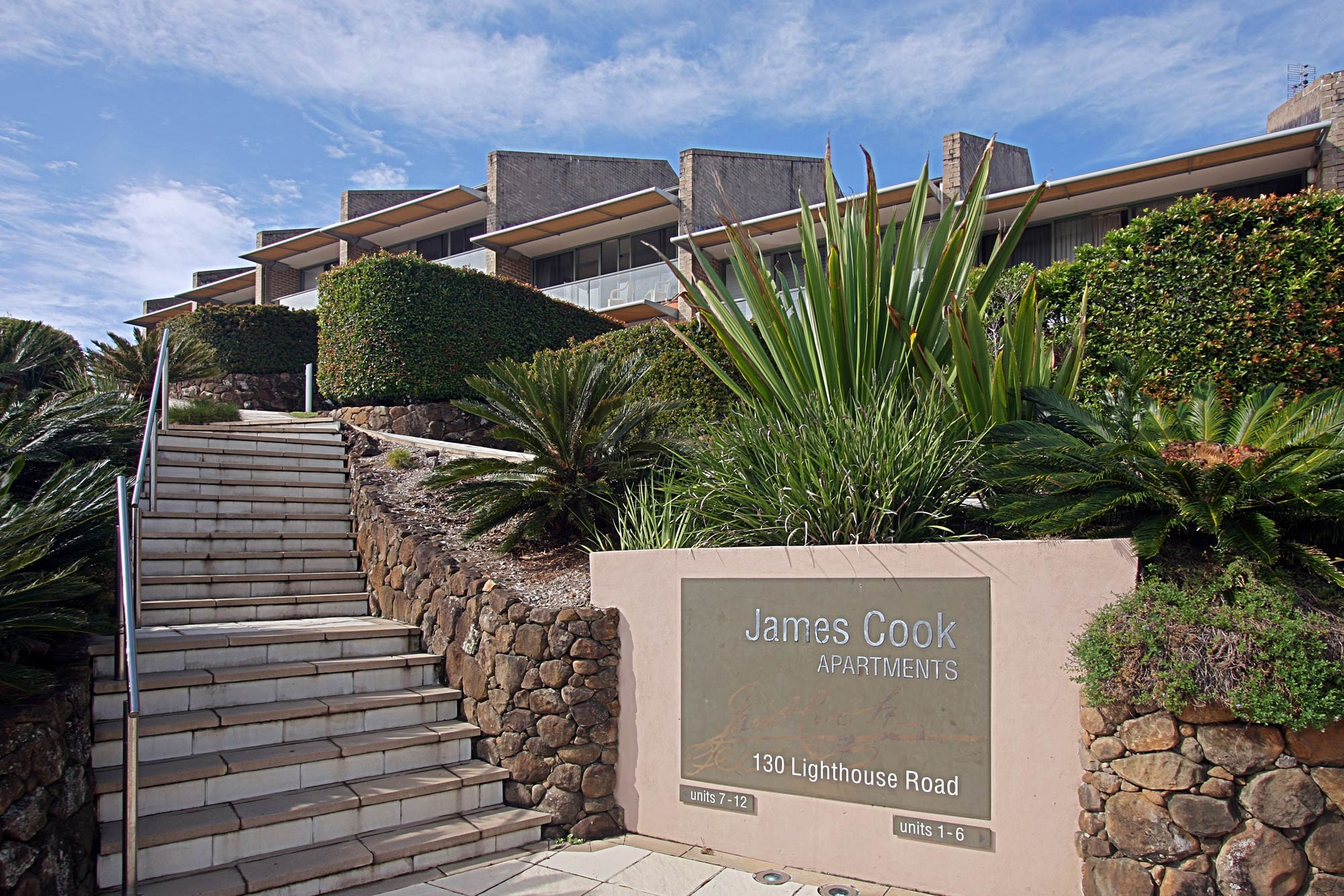 11 James Cook Apartment Clarkes Beach   Entrance Stairs