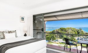 11 James Cook - Byron Bay - Master Bedroom