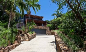 Ayana Byron Bay - driveway to house
