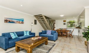 7 James Cook Apartment - Living