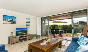 7 James Cook Apartment - Living Room