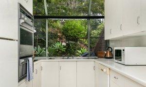 7 James Cook Apartment - Kitchen