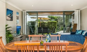 7 James Cook Apartment - Dining