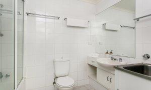 7 James Cook Apartment - Bathroon