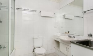 7 James Cook Apartment - Bathroon
