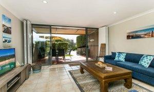 7 James Cook Apartment - Living