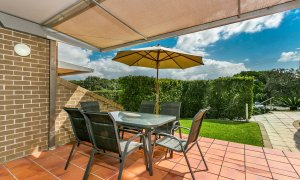 7 James Cook Apartment - Outdoor Dining