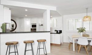 Apartment 1 Surfside - Byron Bay - Kitchen