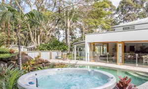 Augustine - Byron Bay - Spa Looking Over To Pool