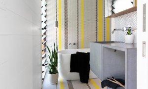 Bacchus - Byron Bay - Shared Bathroom with Bath b
