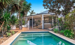 Bangalow Palms - Byron Bay - Pool looking back to outdoor deck