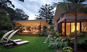 Barefoot at Broken - Broken Head - Sun lounges and exterior house
