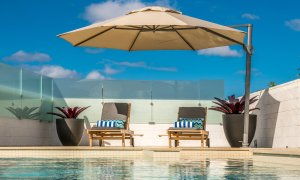Bluewater House - pool and large shade umbrella