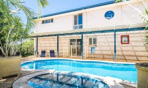 Boulders Retreat - Lennox Head - Pool Towards House