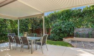 Byron Beach Style - Byron Bay - Lower Deck Looking Into Garden