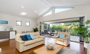Byron Beach Style - Byron Bay - Upstairs Lounge d
