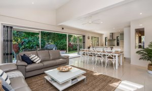 Byron Beach Style - Downstairs Lounge and Living room