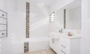 Byron Beach Style - Upstairs Bathroom