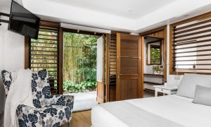 Byron Blisshouse - Byron Bay - Garden Villa - Bedroom 1 Door into Bathroom