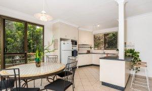 Byron Breeze 5 - Byron Bay - Clarkes Beach - Dining to kitchen