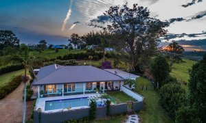 Byron Hills Hinterland Retreat - Byron Bay - Aerial View at Dusk