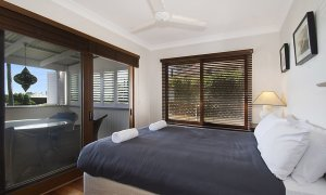 Byron View - Clarkes Beach - Bedroom 1