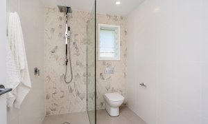 Castaway on Tallows - Byron Bay - Downstairs Ensuite Bathroom
