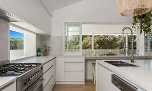 Castaway on Tallows - Byron Bay - Kitchen b