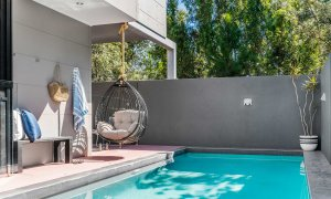 Catalinas - Byron Bay - Poolside Seating Area d