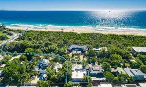 Cavvanbah Seaside Cottage - Byron Bay - Aerial towards beach border