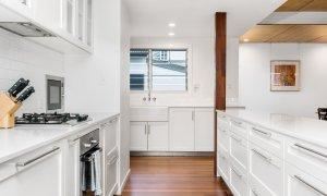 Cavvanbah Seaside Cottage - Byron Bay - Kitchen new