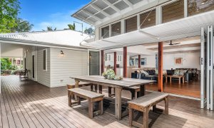 Cavvanbah Seaside Cottage - Byron Bay - Outdoor setting towards indoor