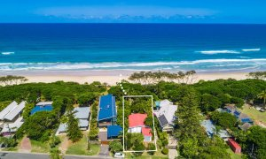 Gigis - Byron Bay - Aerial Towards Beach 2 with Guidelines