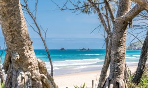 Gigis - Byron Bay - beach view from back yard