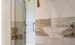 Hinterland Harmony - Main bathroom