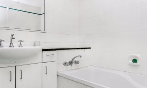 Apartment 1 Surfside - Main Beach - Byron Bay - Bathroom