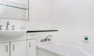 Apartment 1 Surfside - Bathroom