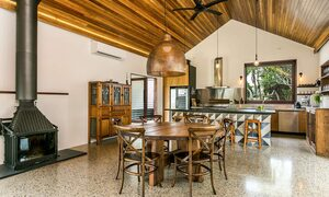 Tanderra - Kitchen & Dining