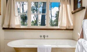 Bangalow Bungalow - Bathtub