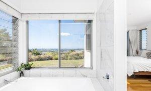 Jali Burugar - Byron Bay - Bathroom 1 with Bath and View