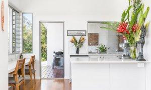 Jali Burugar - Byron Bay - Kitchen Plus View Bar