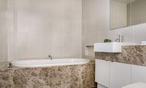 Kiah Beachside - Belongil Beach - Byron Bay - bathroom with bath.