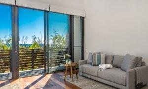 Kiah Beachside - Belongil Beach - Byron Bay - master bedroom lounge area