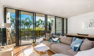 Kiah Beachside - spacious lounge