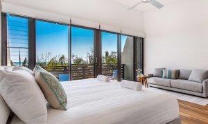 Kiah Beachside - Belongil Beach - Byron Bay - master bedroom and lounge