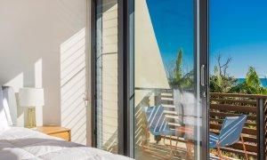 Kiah Beachside - Belongil Beach - Byron Bay - private deck with ocen views