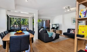 Mahogany Lodge - Byron Bay - Dining through to lounge area