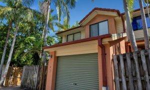 Mahogany Lodge - Byron Bay - two storey villa with single lock up garage