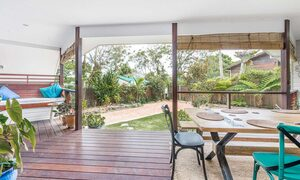 Morning Brew - Byron Bay - Front Deck Area Towards Entrance And Gate