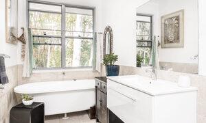Morning Brew - Byron Bay - Master Bathroom With Bath
